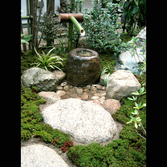 Japanese gardens peace love and landscaping for Tiny japanese garden